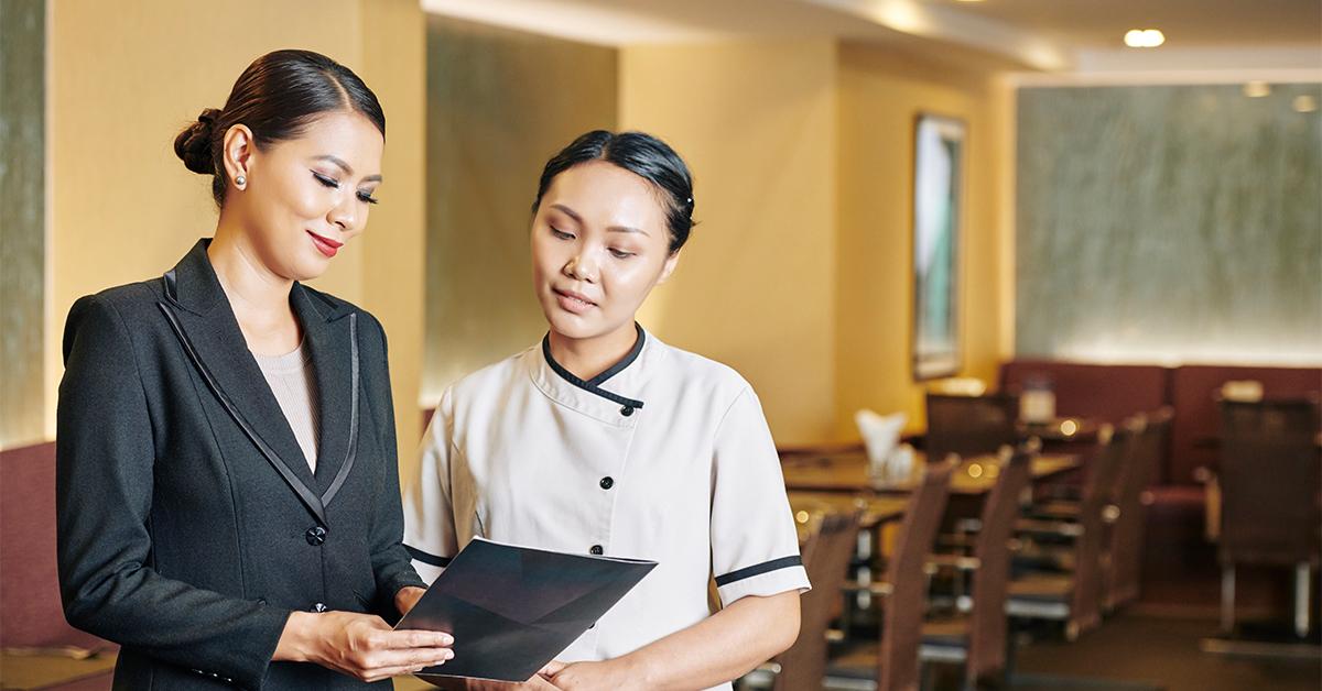 Cập nhật quy trình đào tạo nhân viên nhà hàng khách sạn